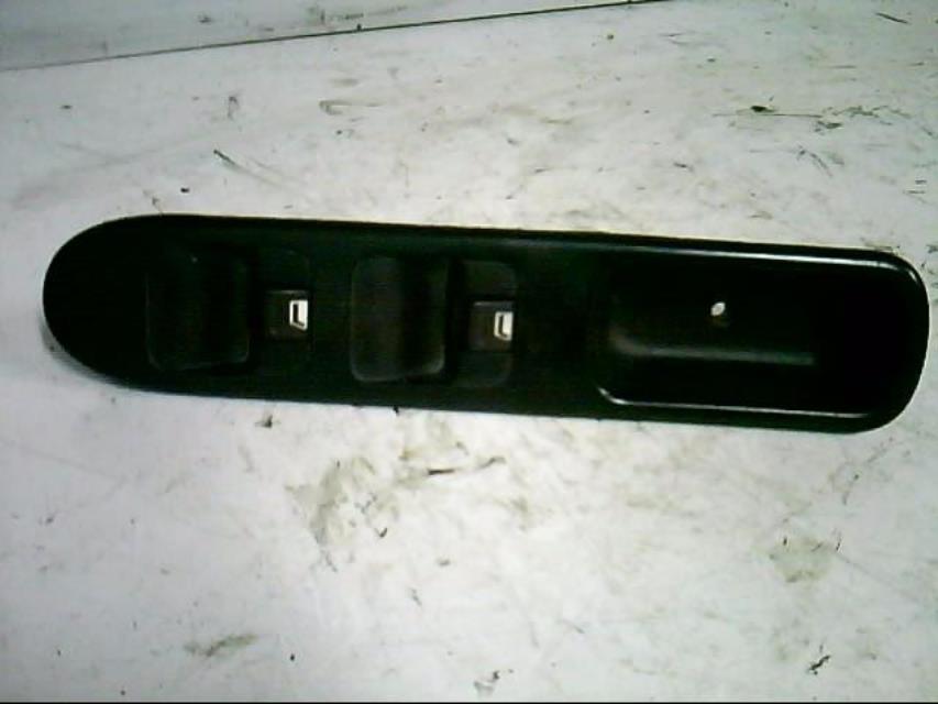 interrupteur de leve vitre avant gauche peugeot 307 phase 1 diesel. Black Bedroom Furniture Sets. Home Design Ideas