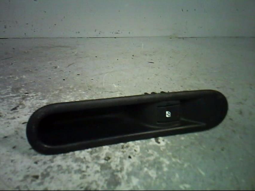 interrupteur de leve vitre avant droit renault espace iv phase 2 diesel. Black Bedroom Furniture Sets. Home Design Ideas