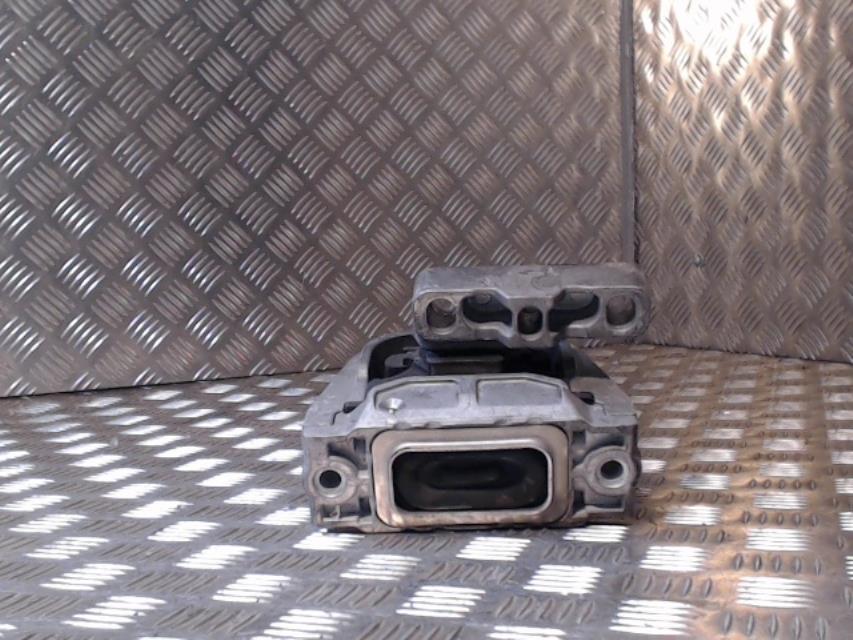 support moteur gauche volkswagen golf v diesel. Black Bedroom Furniture Sets. Home Design Ideas
