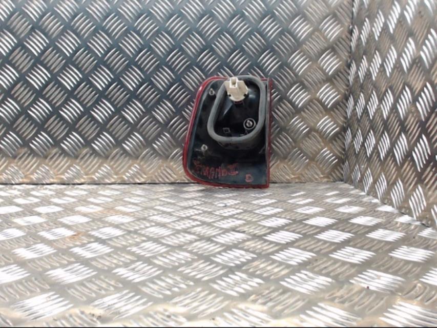 feu arriere principal droit feux nissan terrano ii. Black Bedroom Furniture Sets. Home Design Ideas