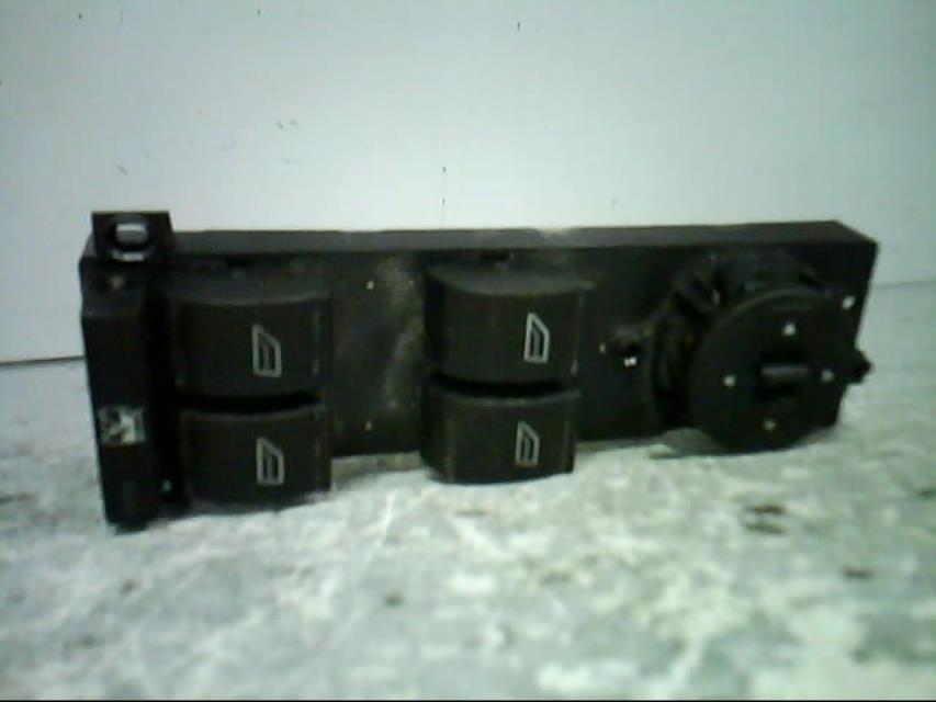 interrupteur de leve vitre avant gauche ford focus c max diesel. Black Bedroom Furniture Sets. Home Design Ideas