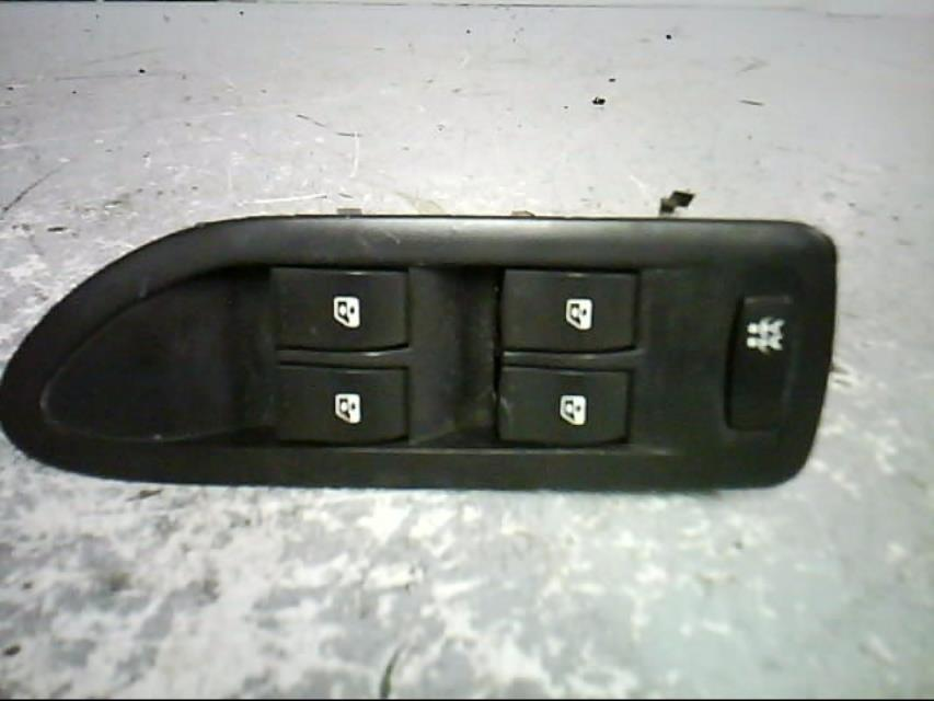 interrupteur de leve vitre avant gauche renault laguna ii estate phase 1 diesel. Black Bedroom Furniture Sets. Home Design Ideas