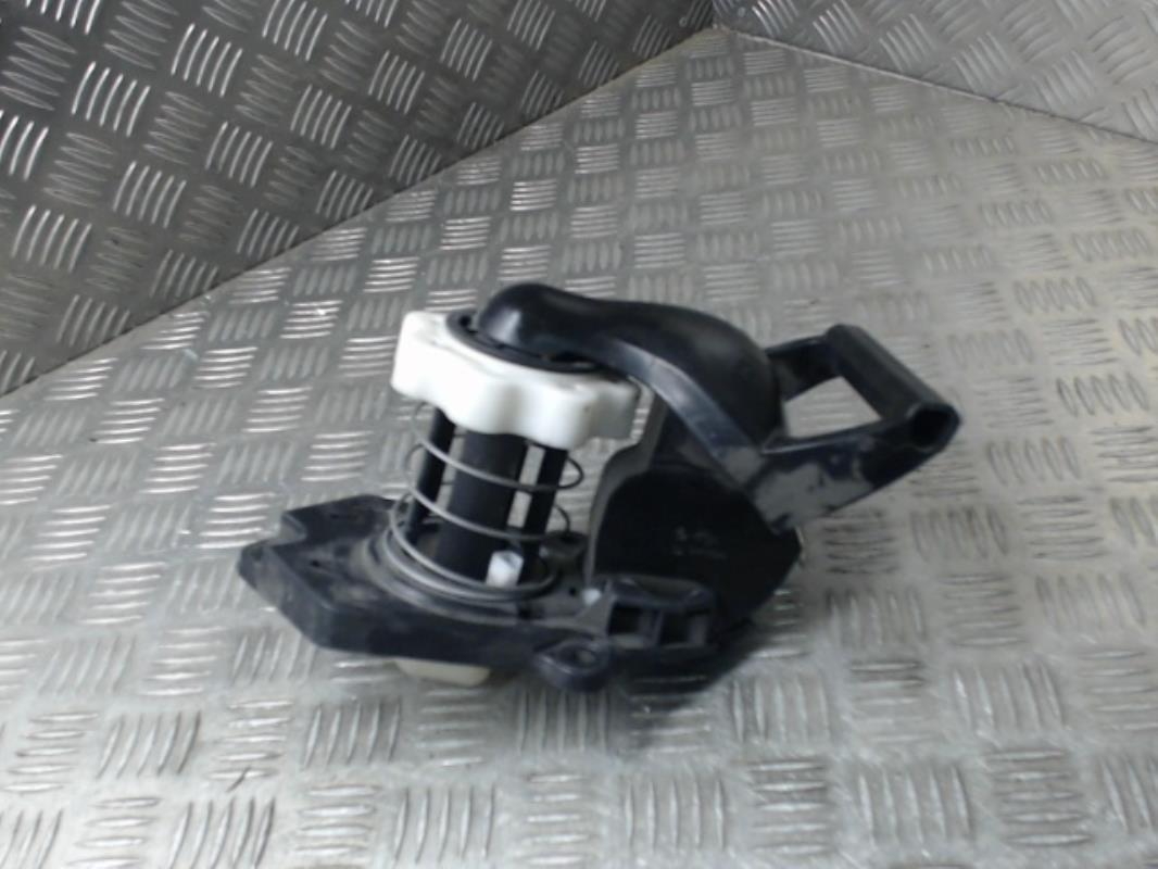 treuil de roue de secours renault clio iii phase 1. Black Bedroom Furniture Sets. Home Design Ideas