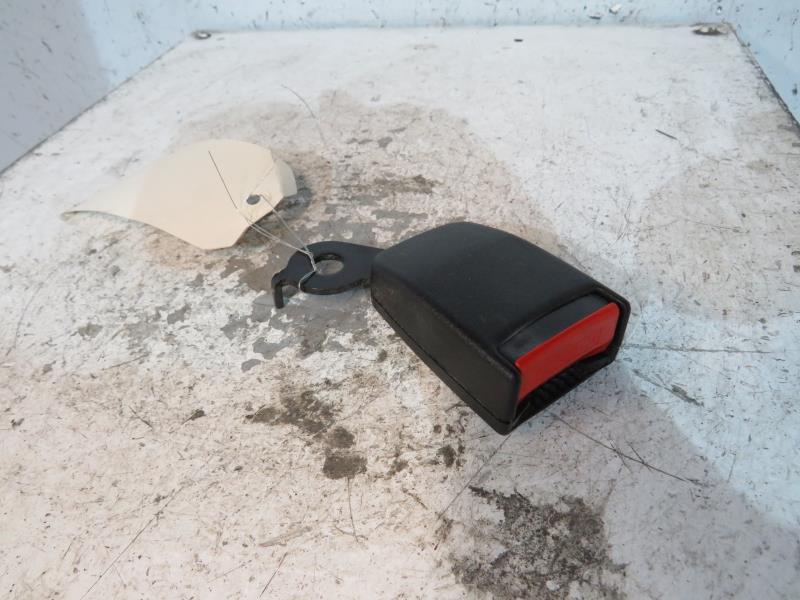 attache ceinture arriere droit d 39 occasion bas prix et. Black Bedroom Furniture Sets. Home Design Ideas