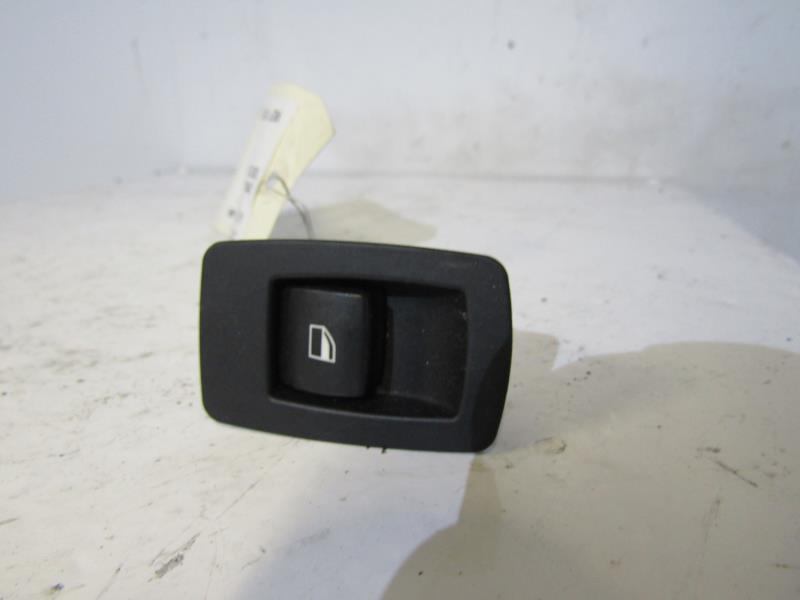 interrupteur de leve vitre d 39 occasion pour bmw serie 1. Black Bedroom Furniture Sets. Home Design Ideas