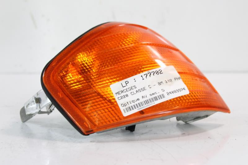 Photo pièce auto · Optique avant secondaire droit MERCEDES CLASSE C - BM  202 PHASE 1 508338bf5d45