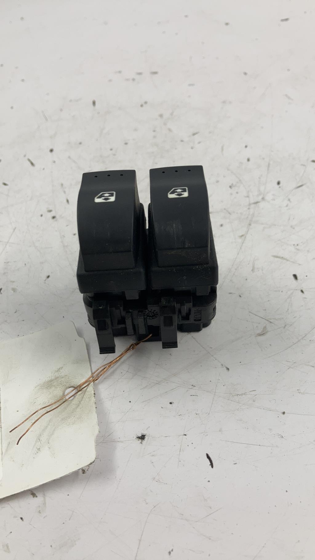 Bouton/Interrupteur RENAULT CLIO 2 PHASE 2 Diesel