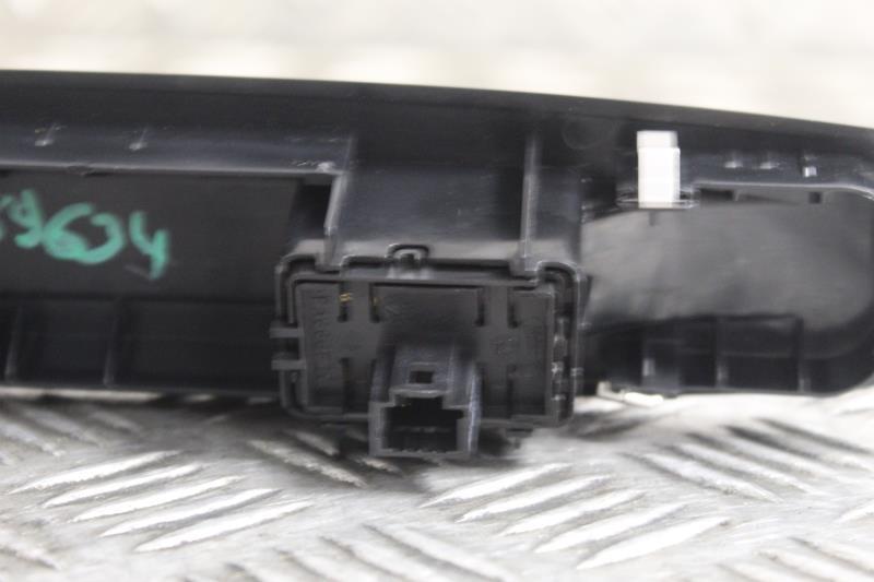 Image Interrupteur de leve vitre avant droit - RENAULT MEGANE 3