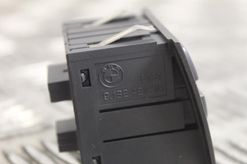 Image Bouton de warning - BMW SERIE 3 E90