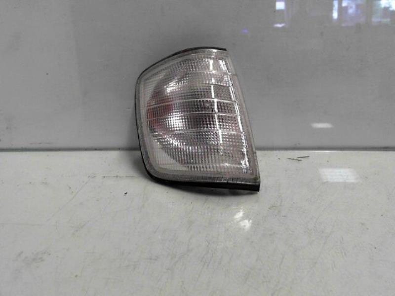 Optique avant secondaire droit (feux)(clignotant) MERCEDES E250 Diesel